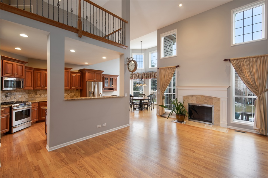 Real Estate Photography - 512 Stone Canyon Cir, Inverness, IL, 60010 - Kitchen / Living Room