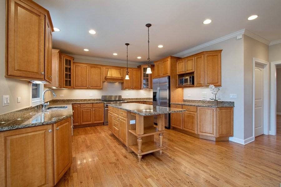 Real Estate Photography - 846 W Brookside St, Palatine, IL, 60067 - Kitchen