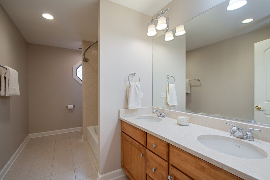 Real Estate Photography - 846 W Brookside St, Palatine, IL, 60067 - 2nd Bathroom