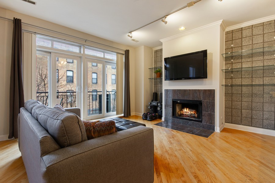 Real Estate Photography - 2352 W Bloomingdale, 3W, Chicago, IL, 60647 - Living Room