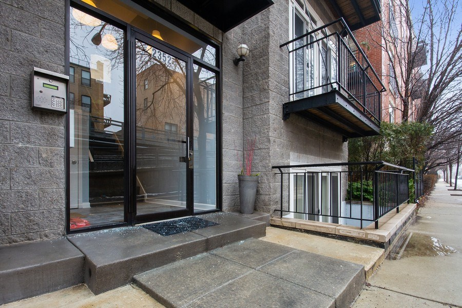 Real Estate Photography - 2352 W Bloomingdale, 3W, Chicago, IL, 60647 - Front View