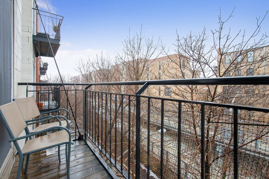 Real Estate Photography - 2352 W Bloomingdale, 3W, Chicago, IL, 60647 - Deck
