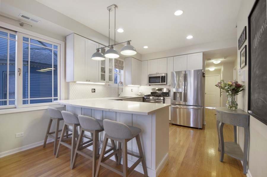 Real Estate Photography - 3831 N. Kenmore, 2, Chicago, IL, 60613 - Kitchen