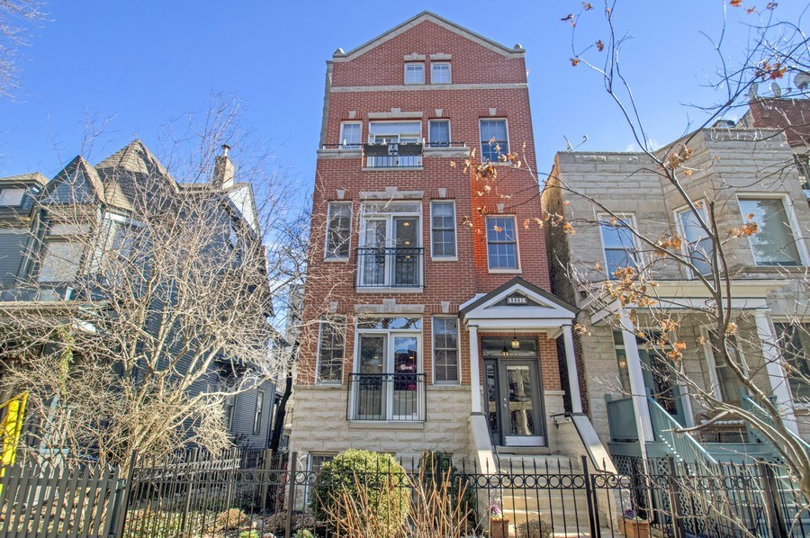 Real Estate Photography - 3831 N. Kenmore, 2, Chicago, IL, 60613 - Front View