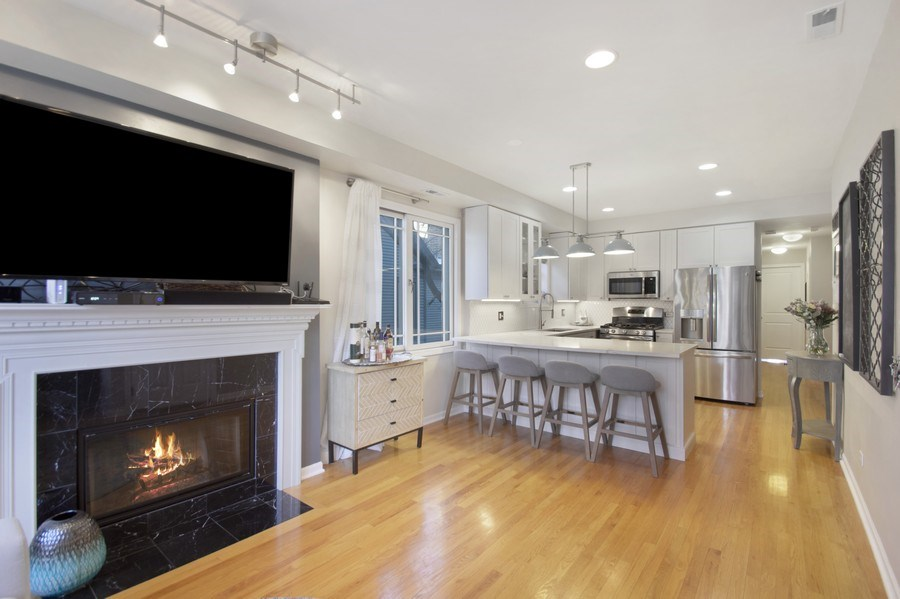 Real Estate Photography - 3831 N. Kenmore, 2, Chicago, IL, 60613 - Kitchen / Living Room