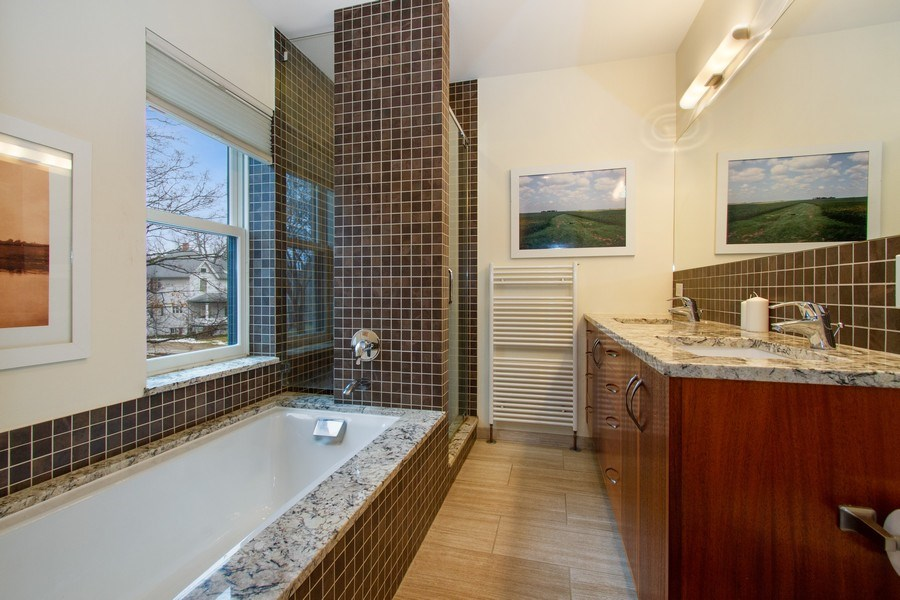 Real Estate Photography - 226 S. Kenilworth Ave, Oak Park, IL, 60302 - Master Bathroom