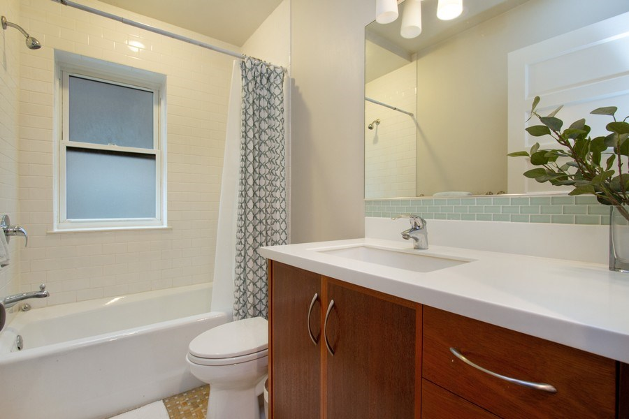 Real Estate Photography - 226 S. Kenilworth Ave, Oak Park, IL, 60302 - 1st Floor Main Bath