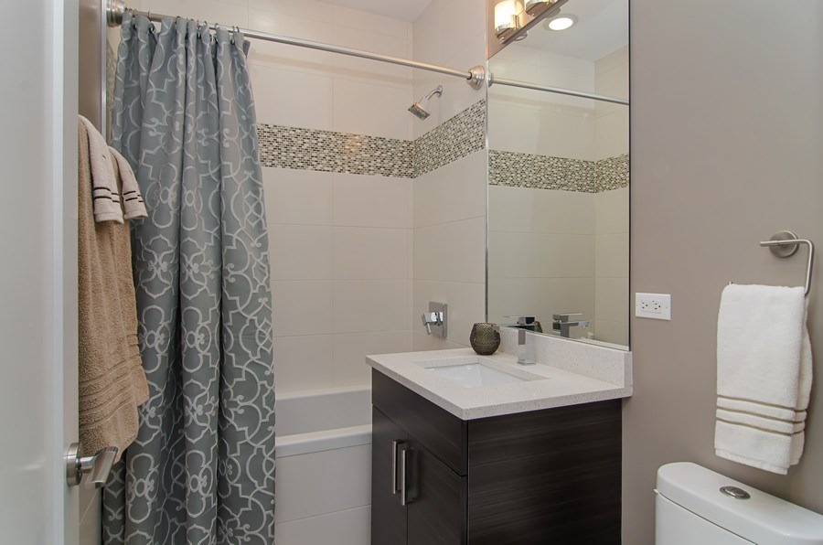 Real Estate Photography - 1033 S Racine, 3NF, Chicago, IL, 60607 - Bathroom