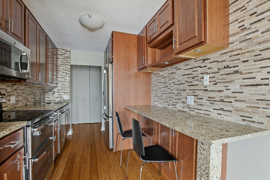 Real Estate Photography - 4170 N Marine Dr, 10L, Chicago, IL, 60613 - Kitchen