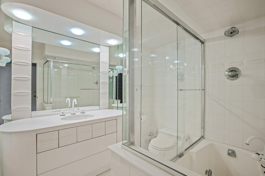 Real Estate Photography - 4170 N Marine Dr, 10L, Chicago, IL, 60613 - Bathroom