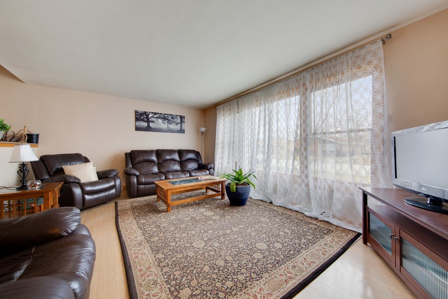 Real Estate Photography - 10132 S Minnick Ave, Oak Lawn, IL, 60453 - Living Room