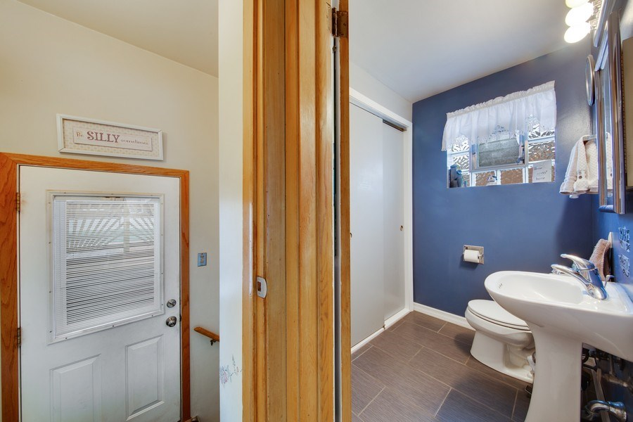 Real Estate Photography - 10132 S Minnick Ave, Oak Lawn, IL, 60453 - Powder Room