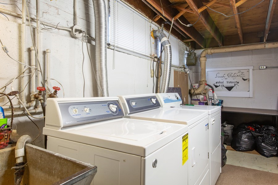 Real Estate Photography - 10132 S Minnick Ave, Oak Lawn, IL, 60453 - Laundry Room