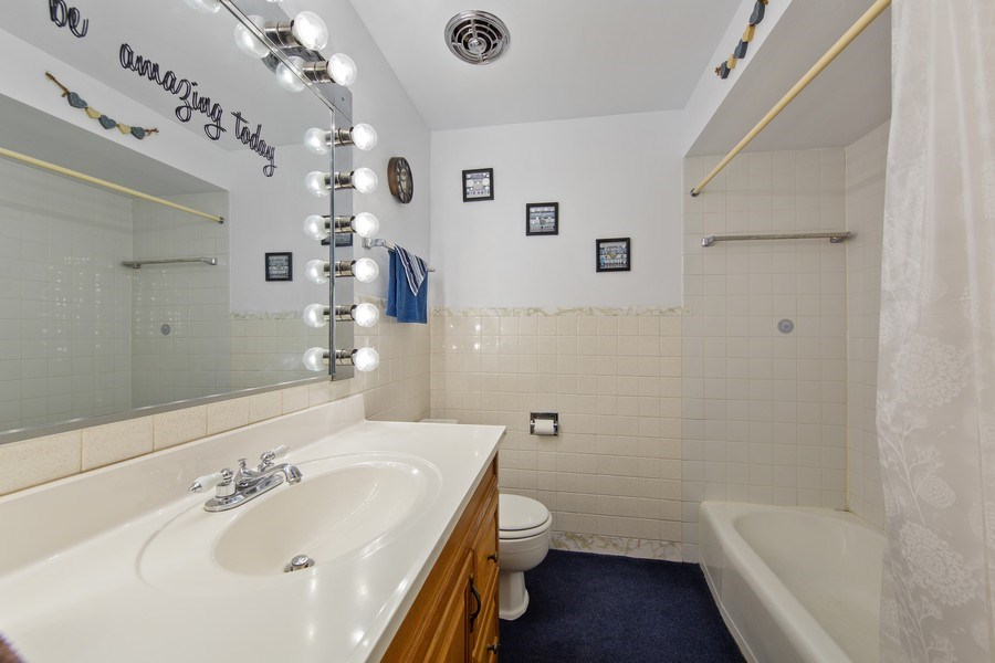 Real Estate Photography - 10132 S Minnick Ave, Oak Lawn, IL, 60453 - Bathroom