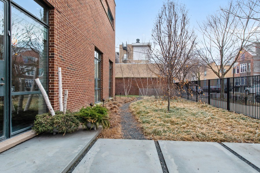 Real Estate Photography - 2517 N Greenview, Chicago, IL, 60614 - Front Yard