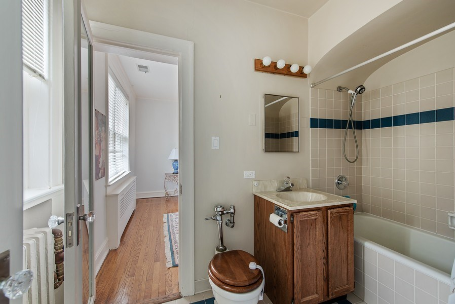 Real Estate Photography - 1316 Maple, A3, Evanston, IL, 60201 - 2nd Bathroom