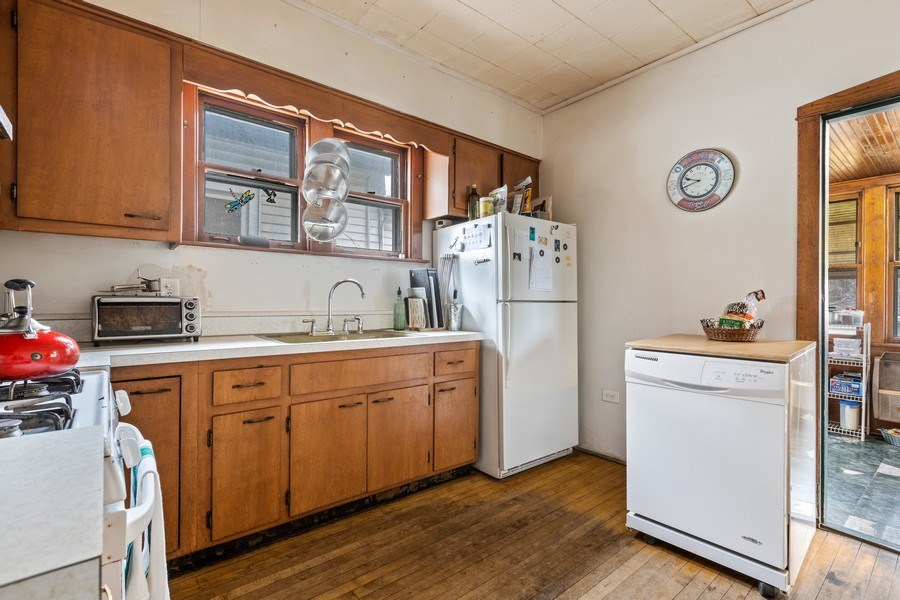 Real Estate Photography - 4719 N Leamington, Chicago, IL, 60630 - Kitchen