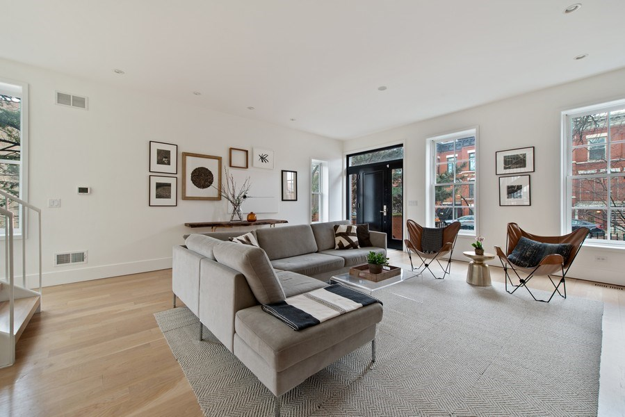 Real Estate Photography - 918 W Webster, CHICAGO, IL, 60622 - Living Room
