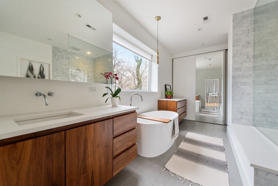 Real Estate Photography - 918 W Webster, CHICAGO, IL, 60622 - Master Bathroom