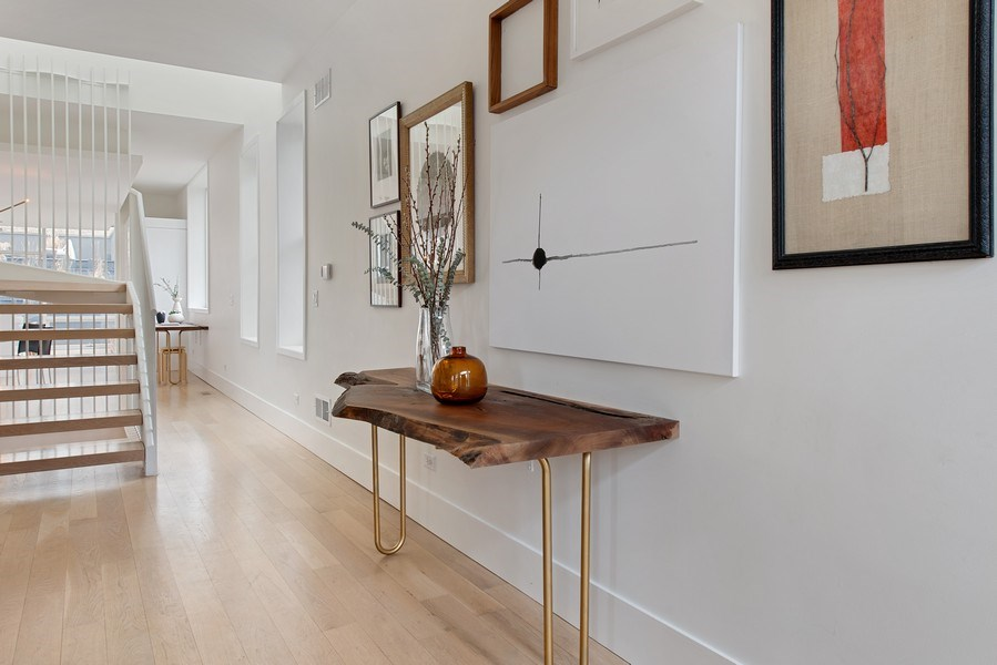 Real Estate Photography - 918 W Webster, CHICAGO, IL, 60622 - Foyer