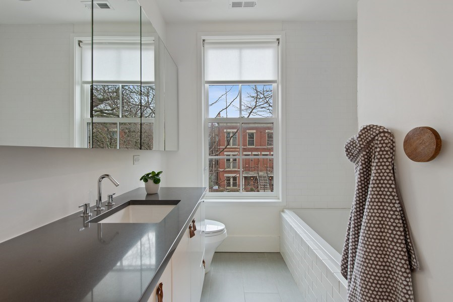 Real Estate Photography - 918 W Webster, CHICAGO, IL, 60622 - 2nd Bathroom