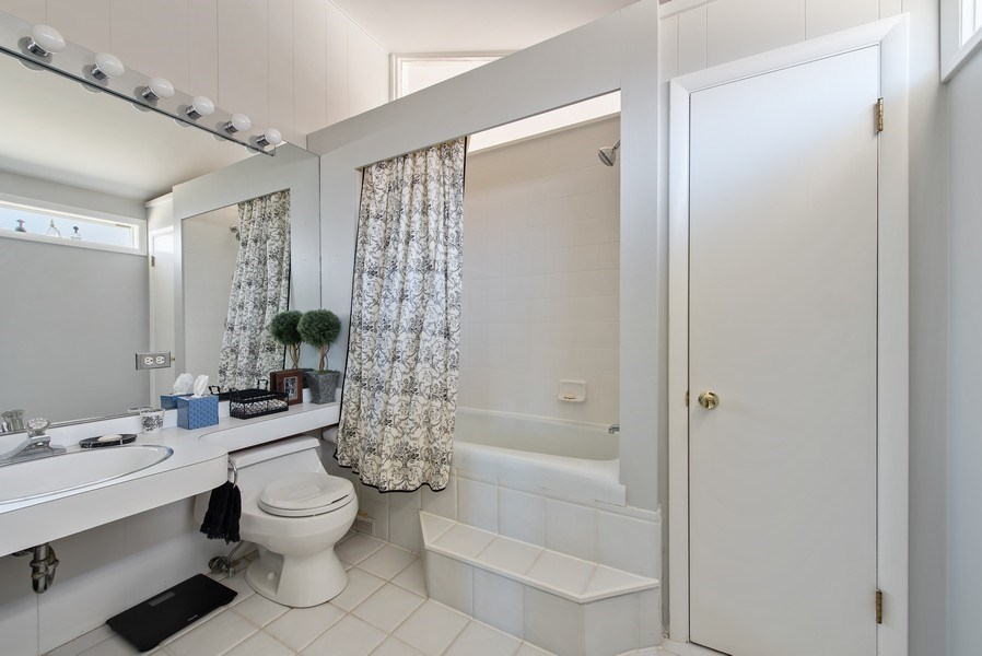 Real Estate Photography - 525 Kin Ct, Wilmette, IL, 60091 - 3rd Bathroom