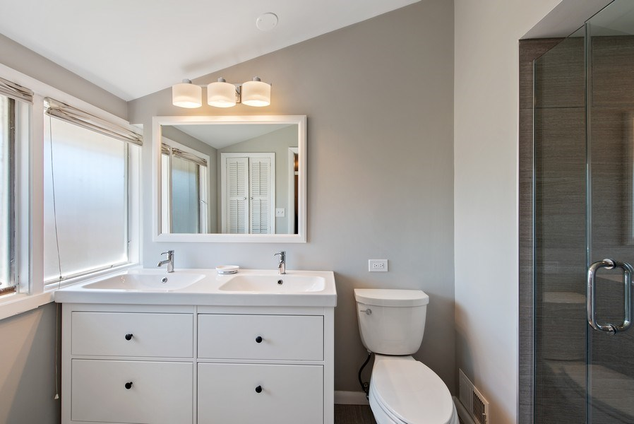 Real Estate Photography - 525 Kin Ct, Wilmette, IL, 60091 - Master Bathroom