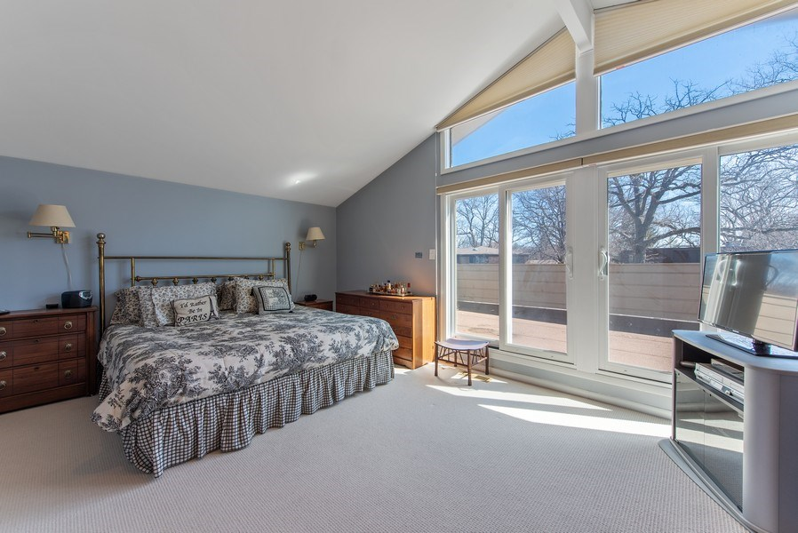 Real Estate Photography - 525 Kin Ct, Wilmette, IL, 60091 - Master Bedroom