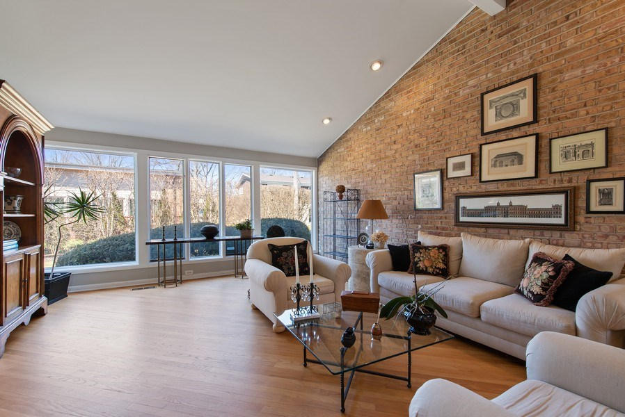 Real Estate Photography - 525 Kin Ct, Wilmette, IL, 60091 - Living Room