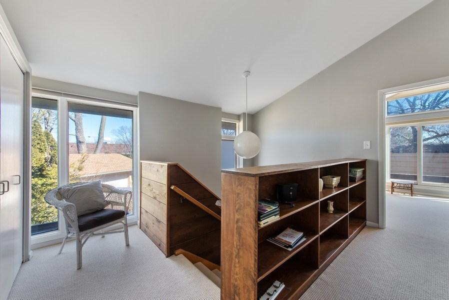 Real Estate Photography - 525 Kin Ct, Wilmette, IL, 60091 - 2nd Floor Corridor