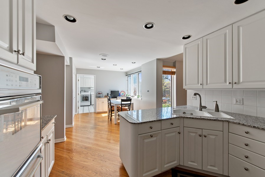 Real Estate Photography - 525 Kin Ct, Wilmette, IL, 60091 - Kitchen / Breakfast Room