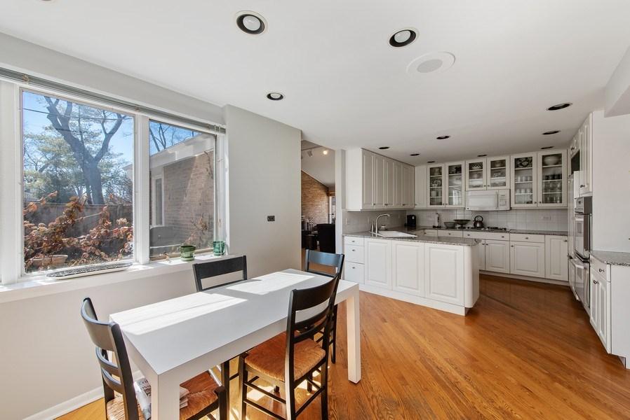 Real Estate Photography - 525 Kin Ct, Wilmette, IL, 60091 - Kitchen / Breakfast Room