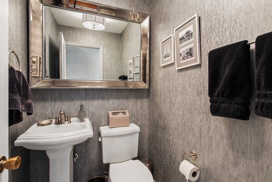 Real Estate Photography - 525 Kin Ct, Wilmette, IL, 60091 - Powder Room