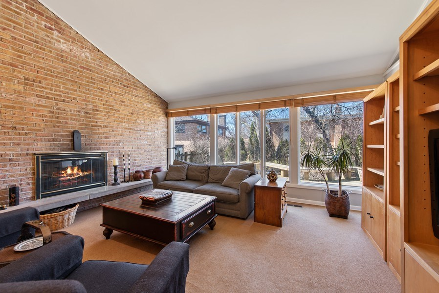 Real Estate Photography - 525 Kin Ct, Wilmette, IL, 60091 - Family Room