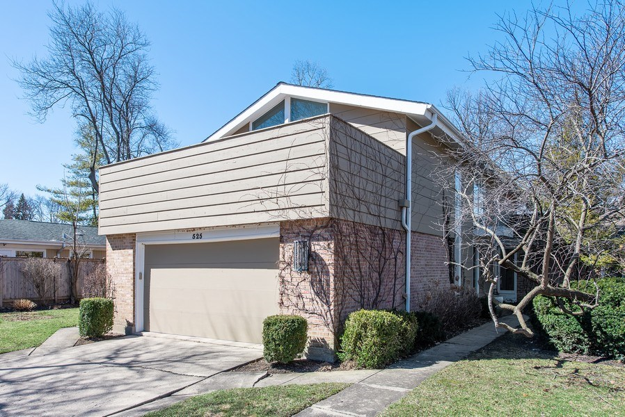 Real Estate Photography - 525 Kin Ct, Wilmette, IL, 60091 - Front View