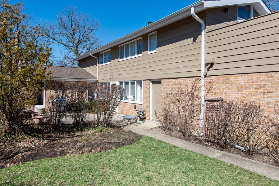 Real Estate Photography - 525 Kin Ct, Wilmette, IL, 60091 - Side View