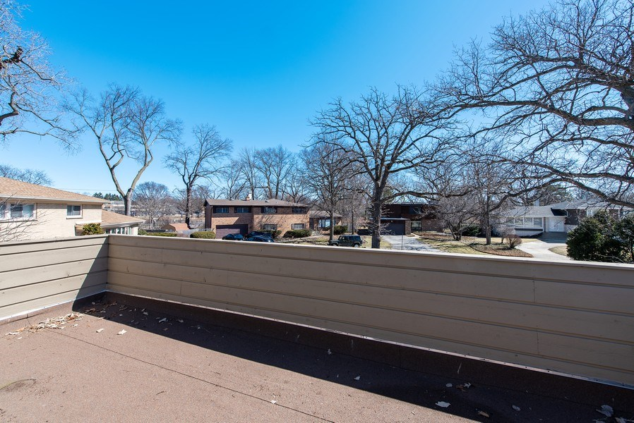 Real Estate Photography - 525 Kin Ct, Wilmette, IL, 60091 - Balcony