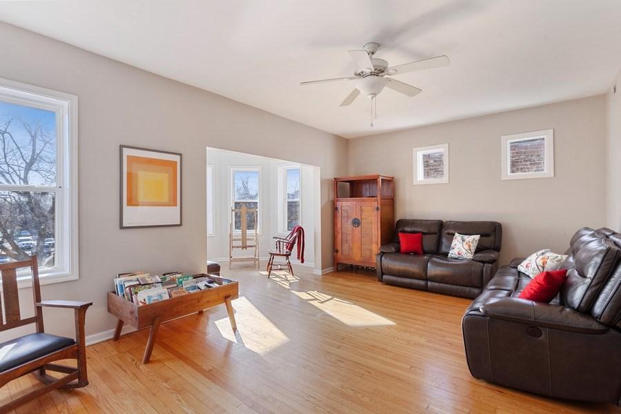 Real Estate Photography - 20 S Austin Blvd, 2, Oak Park, IL, 60304 - Living Room