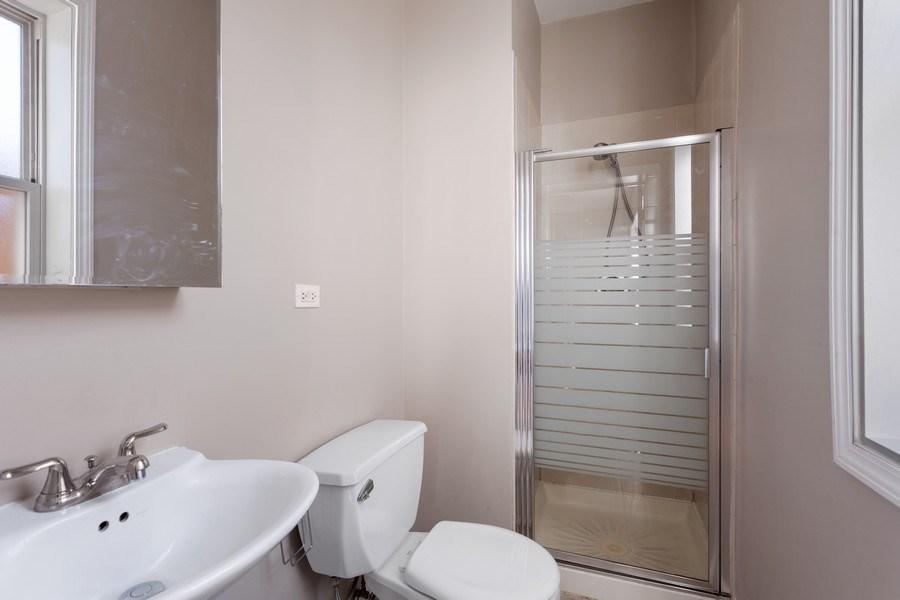 Real Estate Photography - 20 S Austin Blvd, 2, Oak Park, IL, 60304 - Master Bathroom