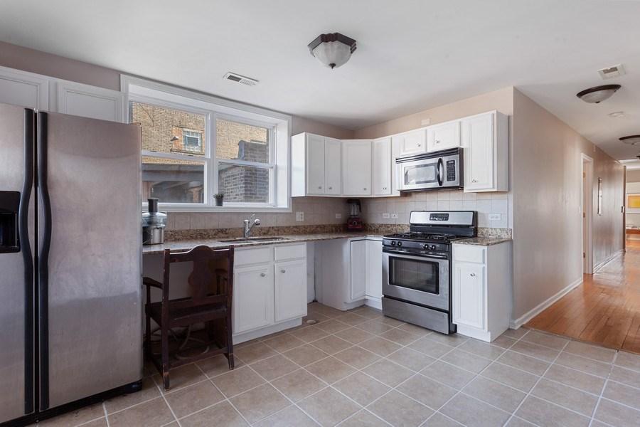 Real Estate Photography - 20 S Austin Blvd, 2, Oak Park, IL, 60304 - Kitchen