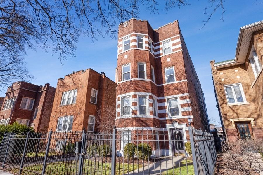 Real Estate Photography - 20 S Austin Blvd, 2, Oak Park, IL, 60304 - Front View