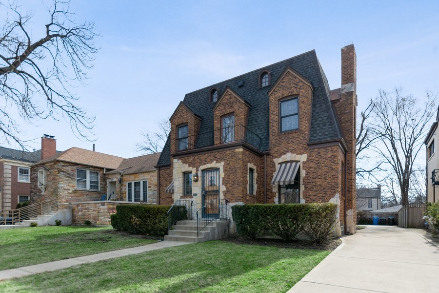 Real Estate Photography - 6033 N Forest Glen, Chicago, IL, 60646 - Front View