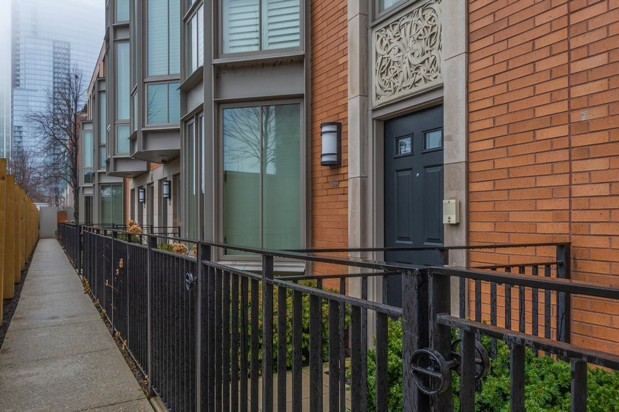 Real Estate Photography - 456 E North Water St, Chicago, IL, 60611 - Front View