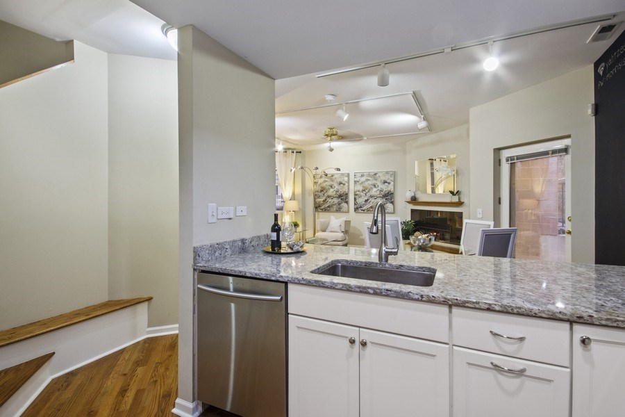 Real Estate Photography - 2851 Southport Ave., A, Chicago, IL, 60657 - Kitchen