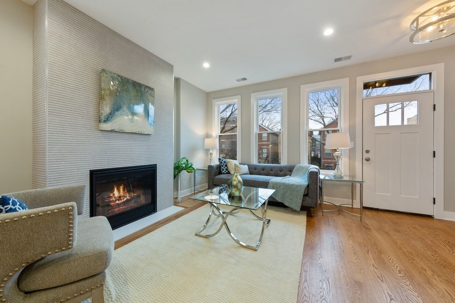 Real Estate Photography - 3521 S Prairie avenue, Chicago, IL, 60653 - Living Room