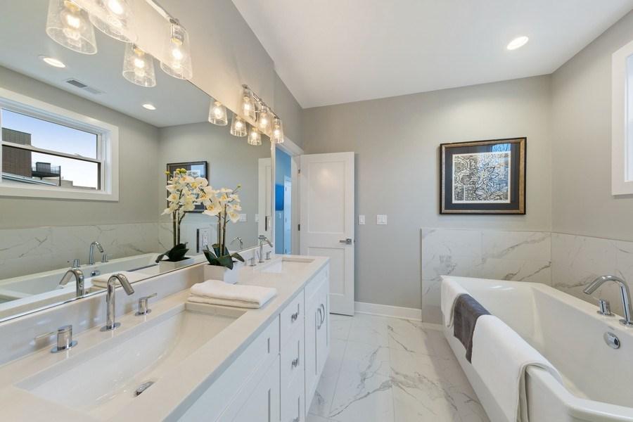 Real Estate Photography - 3521 S Prairie avenue, Chicago, IL, 60653 - Master Bathroom