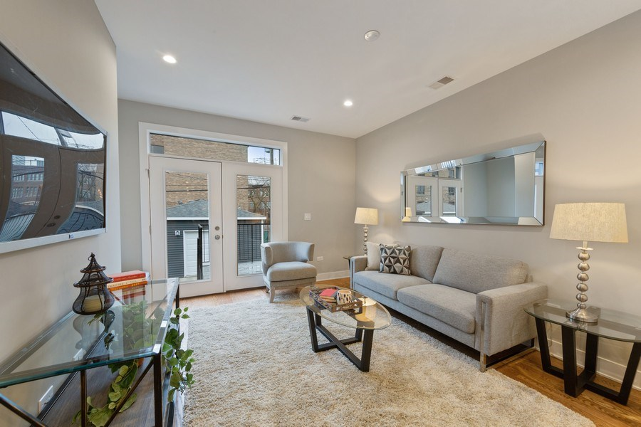 Real Estate Photography - 3521 S Prairie avenue, Chicago, IL, 60653 - Family Room