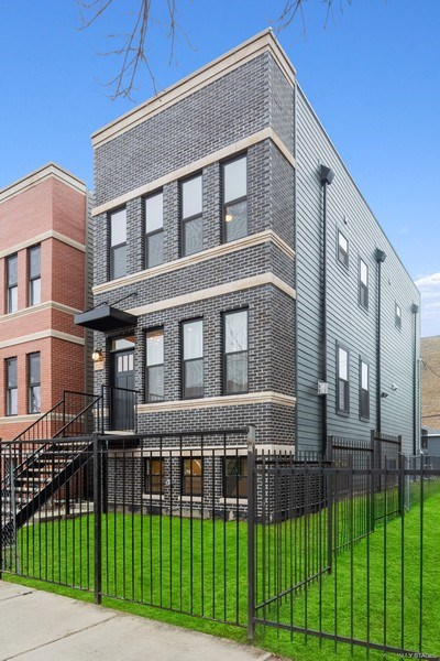 Real Estate Photography - 3521 S Prairie avenue, Chicago, IL, 60653 - Front View