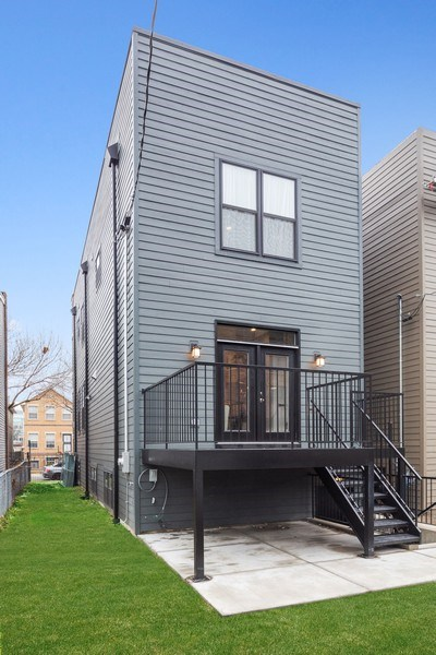 Real Estate Photography - 3521 S Prairie avenue, Chicago, IL, 60653 - Rear View