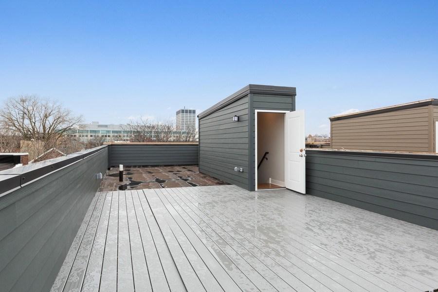 Real Estate Photography - 3521 S Prairie avenue, Chicago, IL, 60653 - Deck